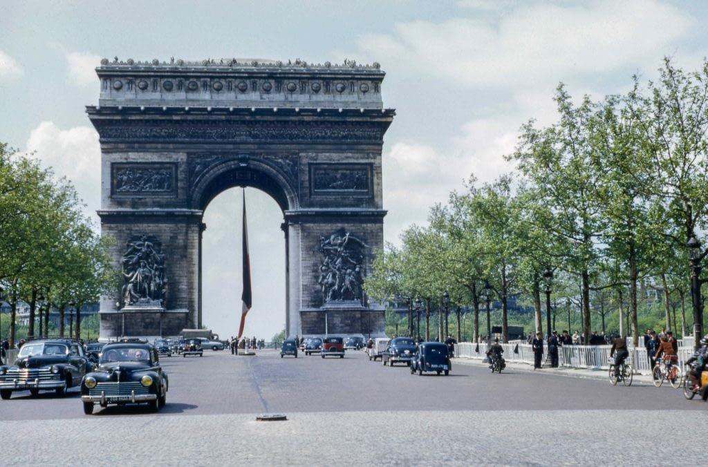 Discover the Arc de Triomphe