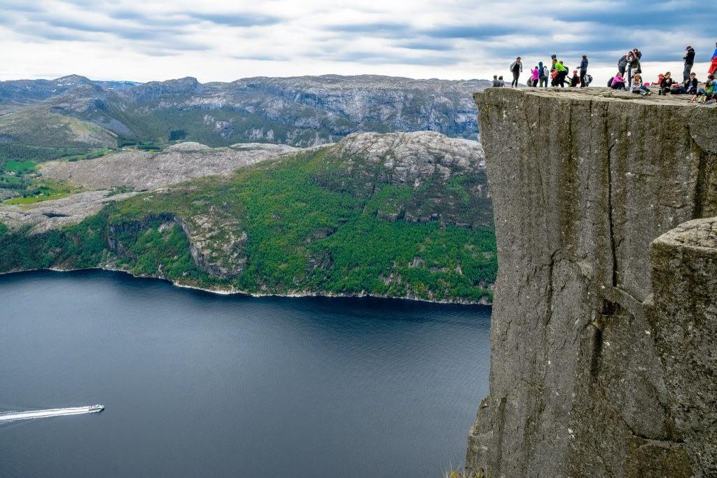 Climb Preikestolen ( Pulpit Rock)